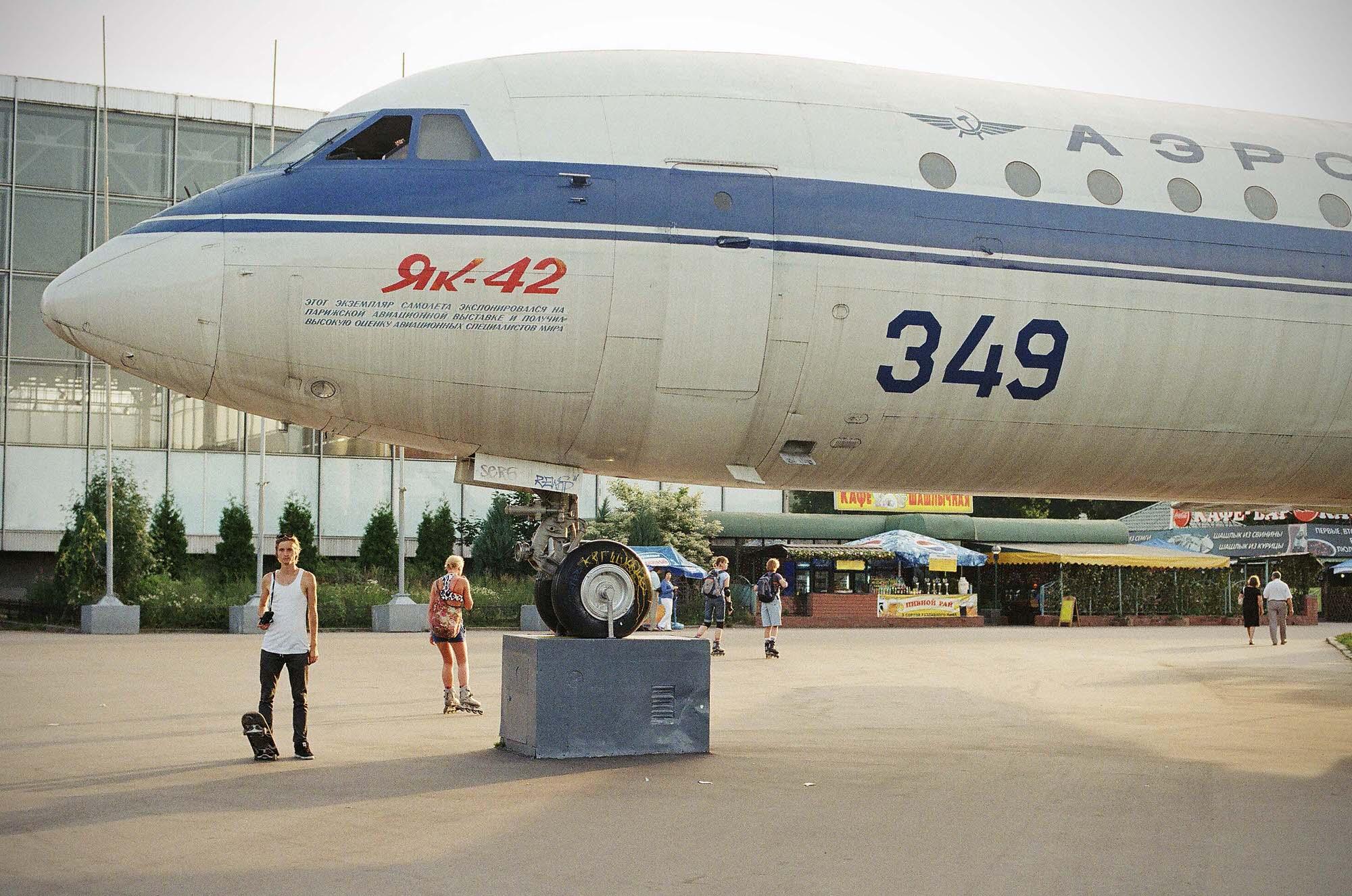 35mmPatrikWallner_Moscow_PlaneZvereffLOWQ