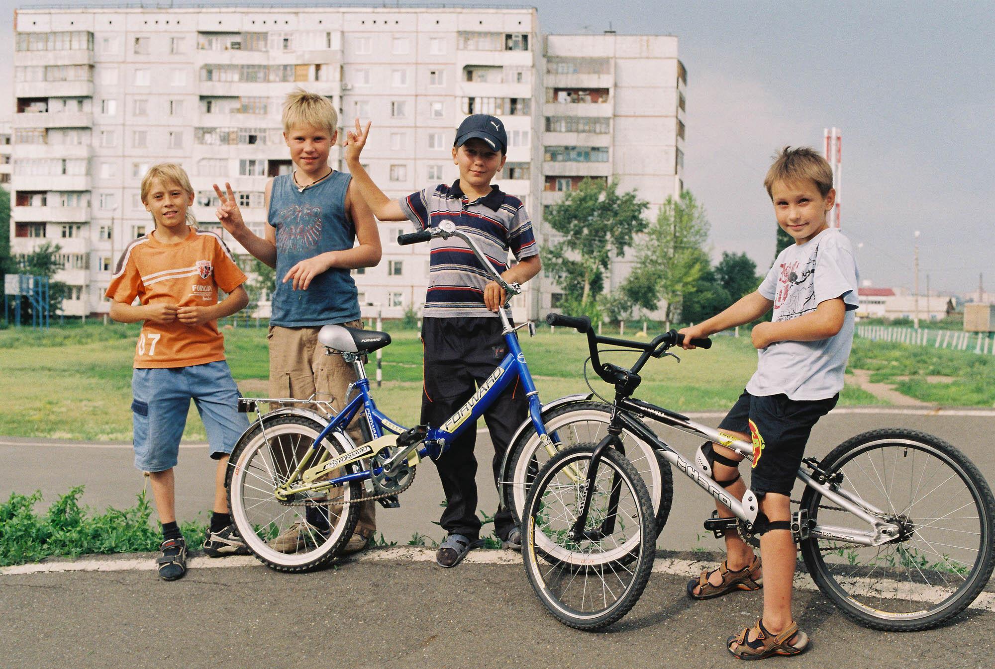 35mmPatrikWallner_Omsk_BikeKidsLOWQ