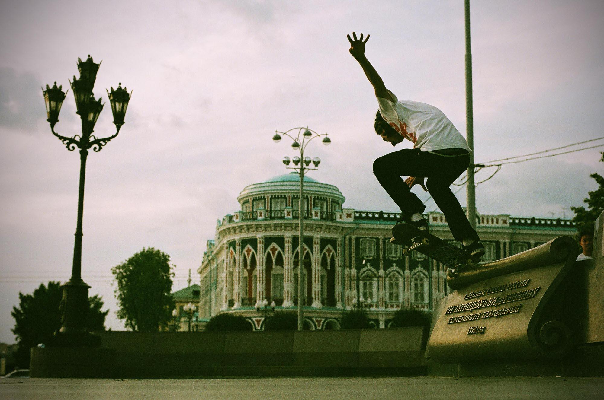 35mmPatrikWallner_Yekaterinburg_JohnCrookedScrollLOWQ