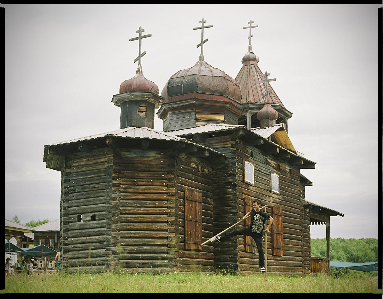 MediumFormatPatrikWallner_Irkutsk_MichiOneLegLOWQ-1