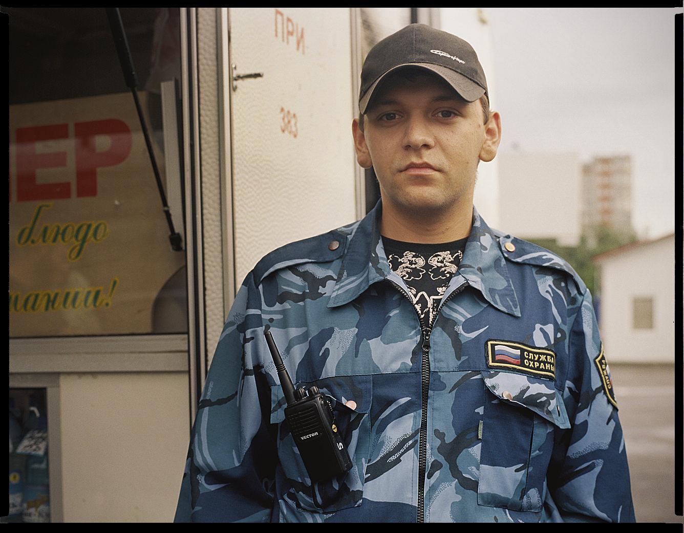 MediumFormatPatrikWallner_Krasnoyarsk_RussianCopPortraitLOWQ