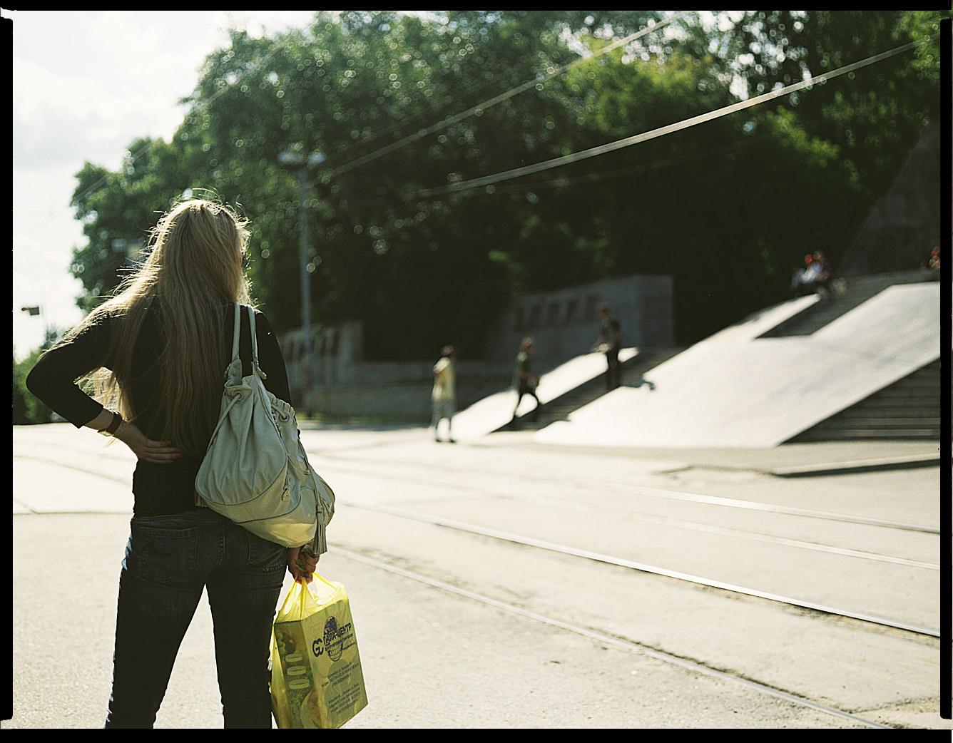 MediumFormatPatrikWallner_Yekaterinburg_LookingAtDoubleBankLOWQ