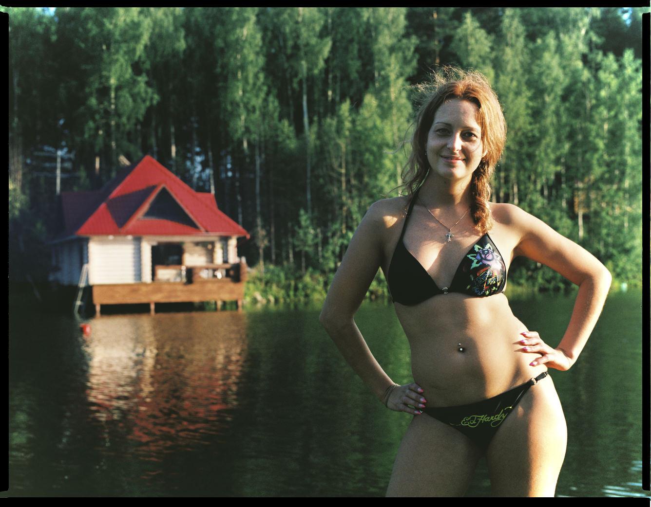MediumFormatPatrikWallner_Yekaterinburg_RussianGirlRussianHouseLOWQ