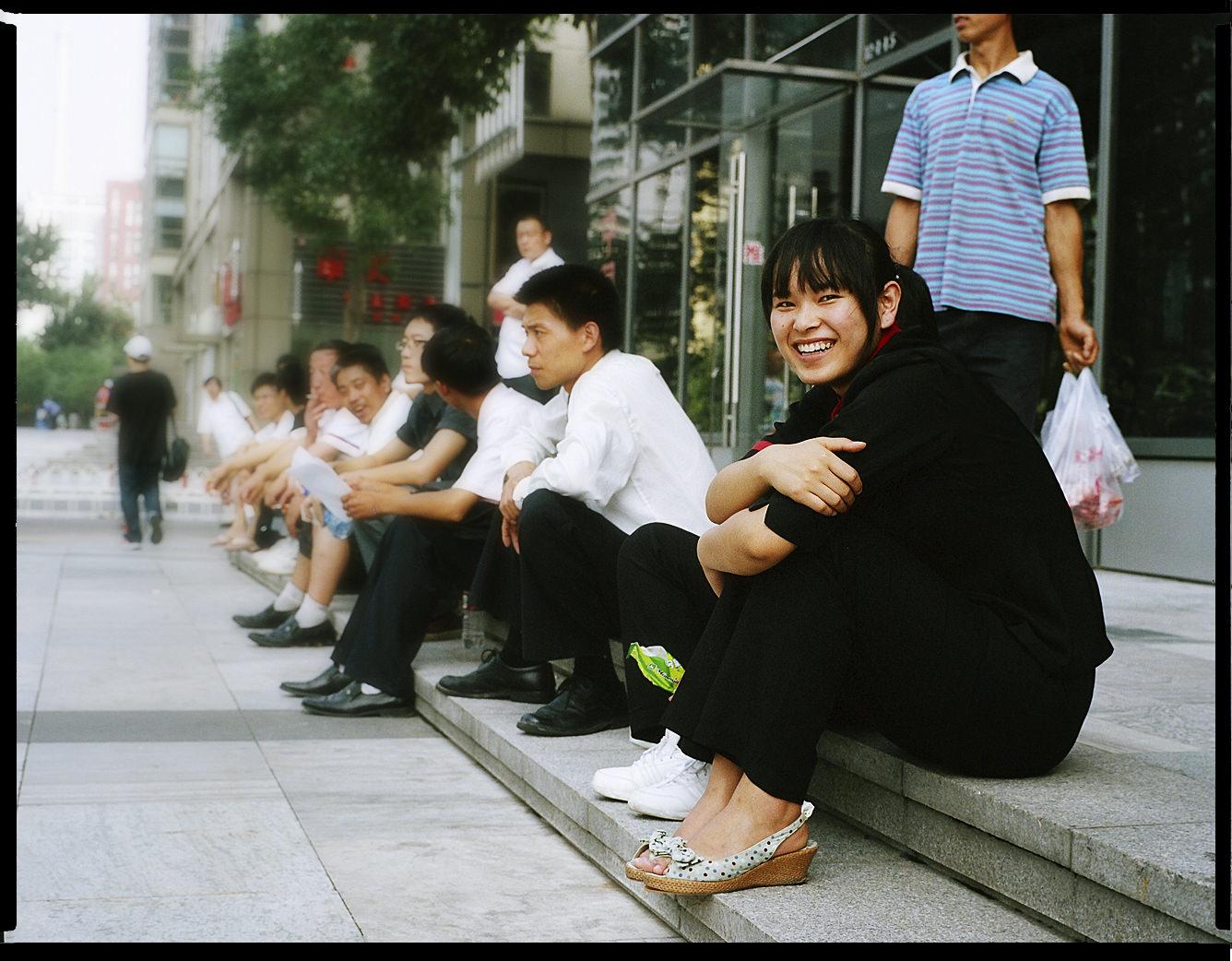 MediumFormatPatrikWallner_Beijing_GirlHappyLOWQ-1