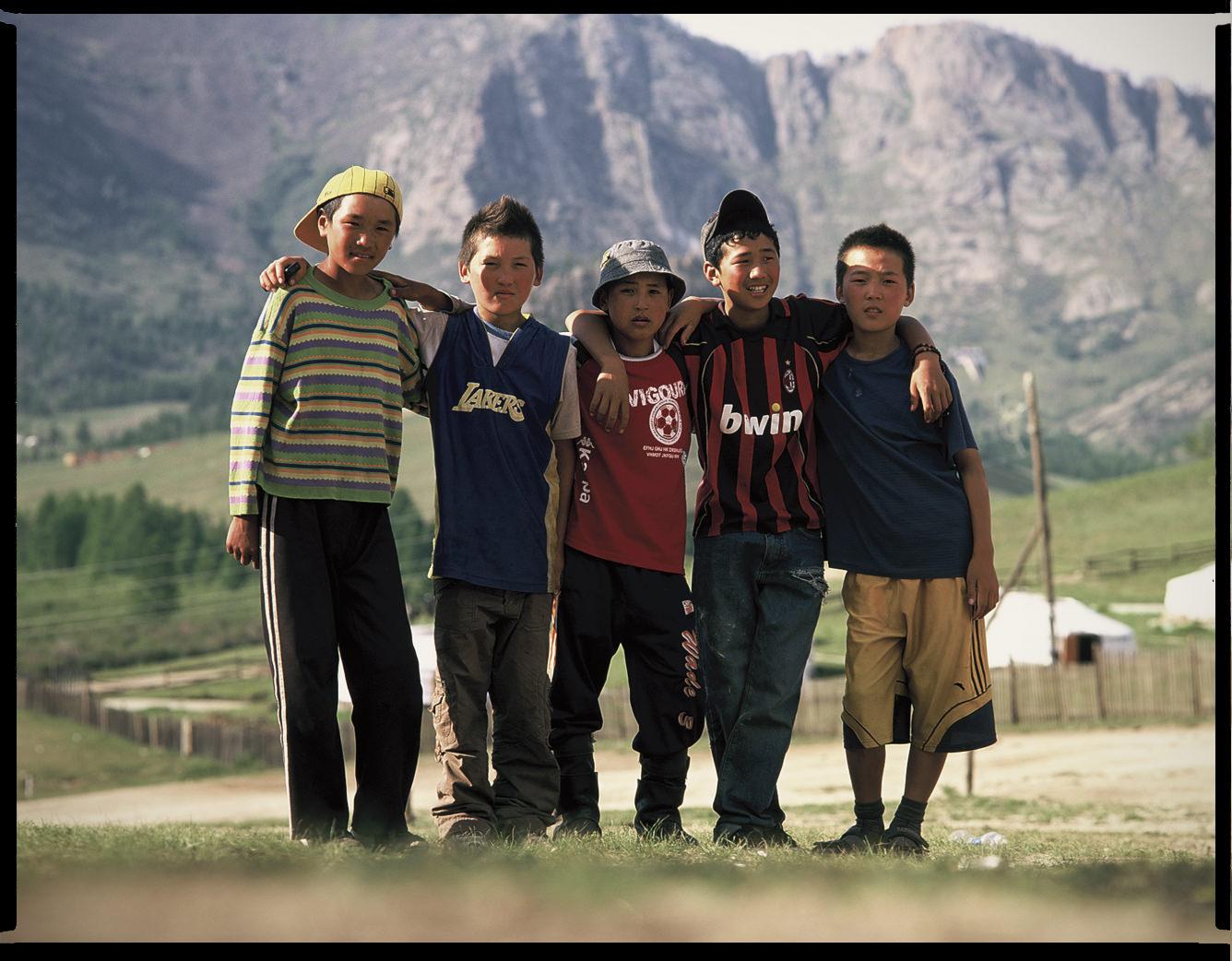 MediumFormatPatrikWallner_Mongolia_MongoliaKidsLOWQ