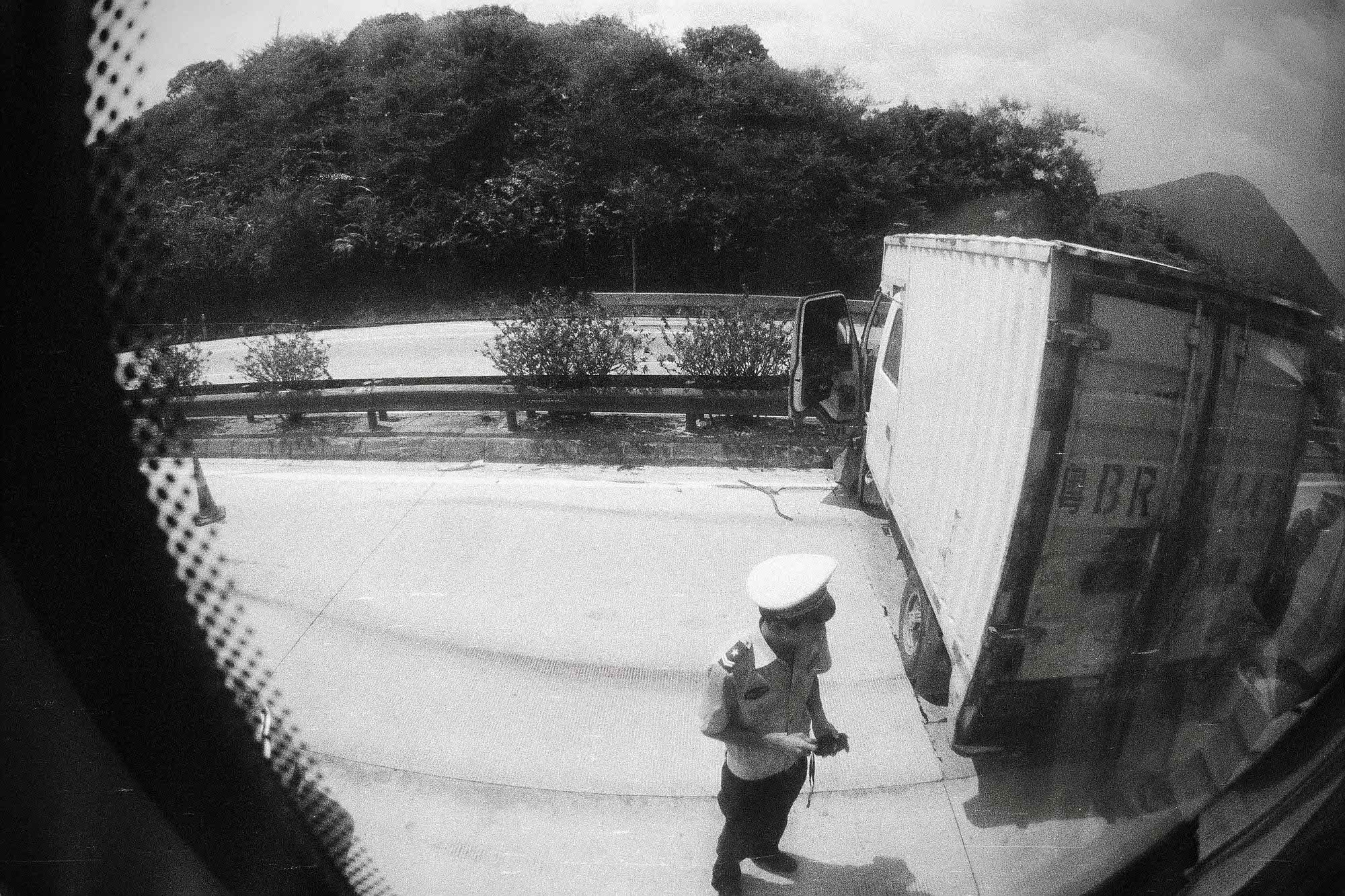 35mmPatrikWallner_Huizhou_CarAccidentCloserLOWQ