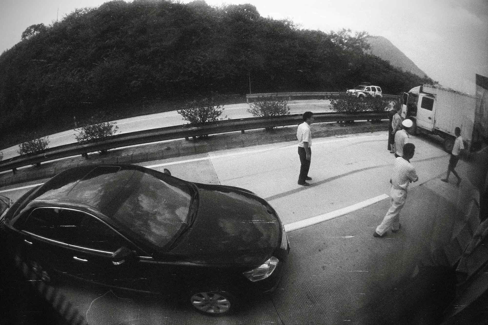 35mmPatrikWallner_Huizhou_CarAccidentLOWQ