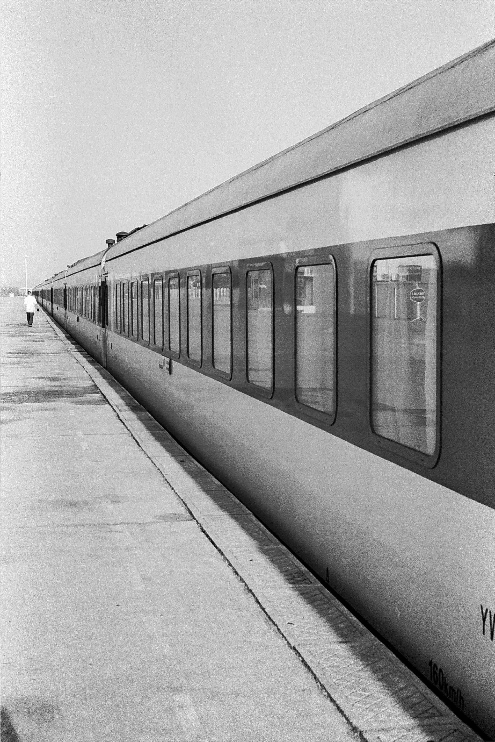 35mmPatrikWallner_Sanya_Train_RGB_LOWQ