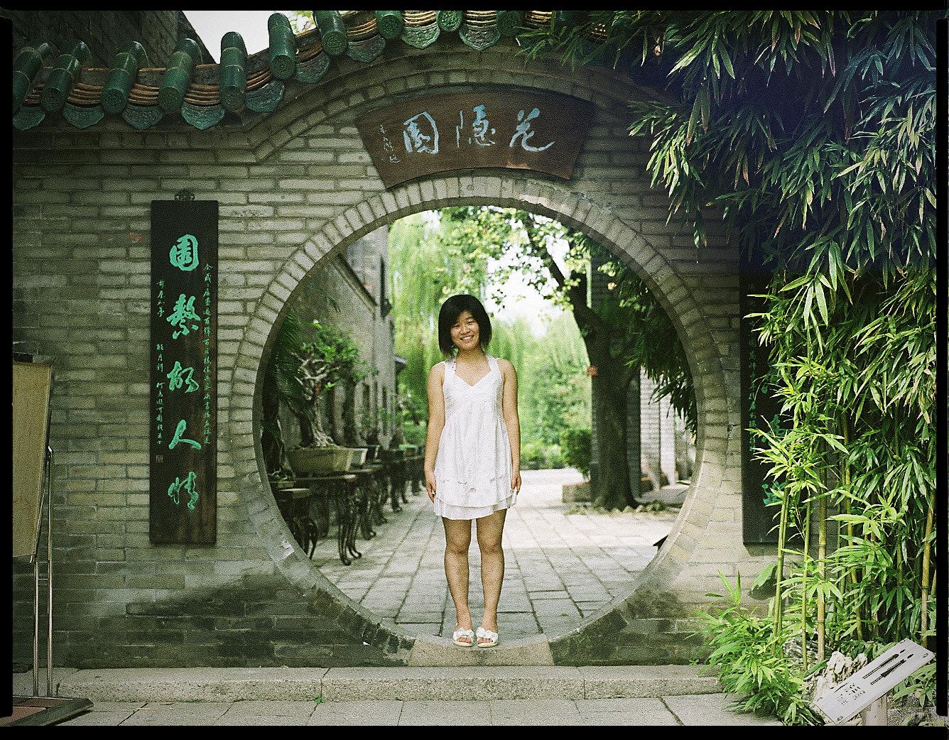 MediumFormatPatrikWallner_Gongguan_GirlInCircleLOWQ