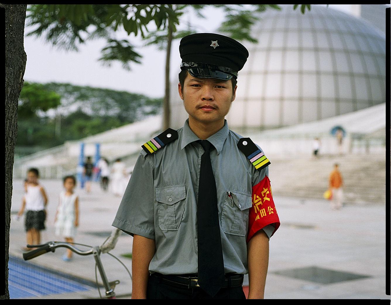 MediumFormatPatrikWallner_Shenzhen_SecurityGuardWithBikeLOWQ