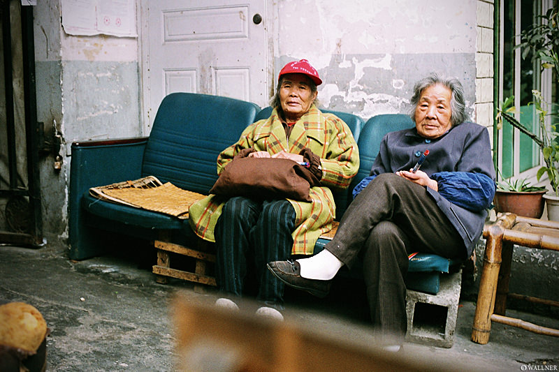 35mmPatrikWallner_Chengdu_SidewayChillingLOWQ