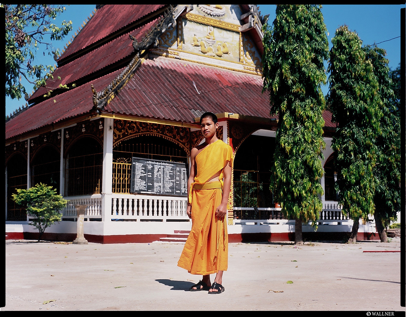 MediumFormatPatrikWallner_Vientiane_LilBrotherShaiLongLOWQ