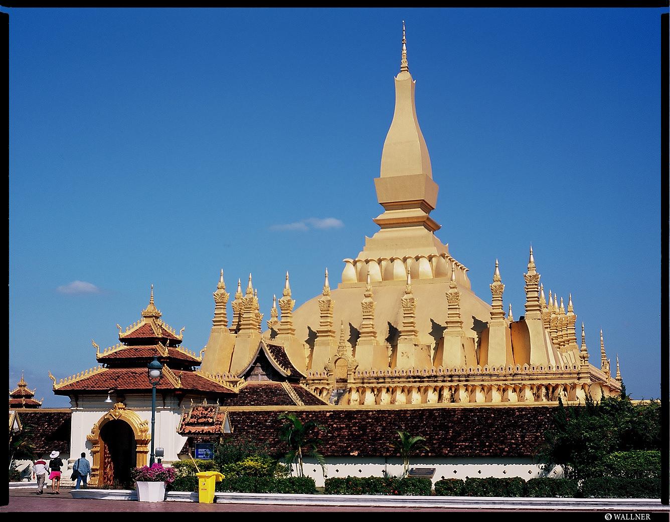 MediumFormatPatrikWallner_Vientiane_ThatLuangLOWQ