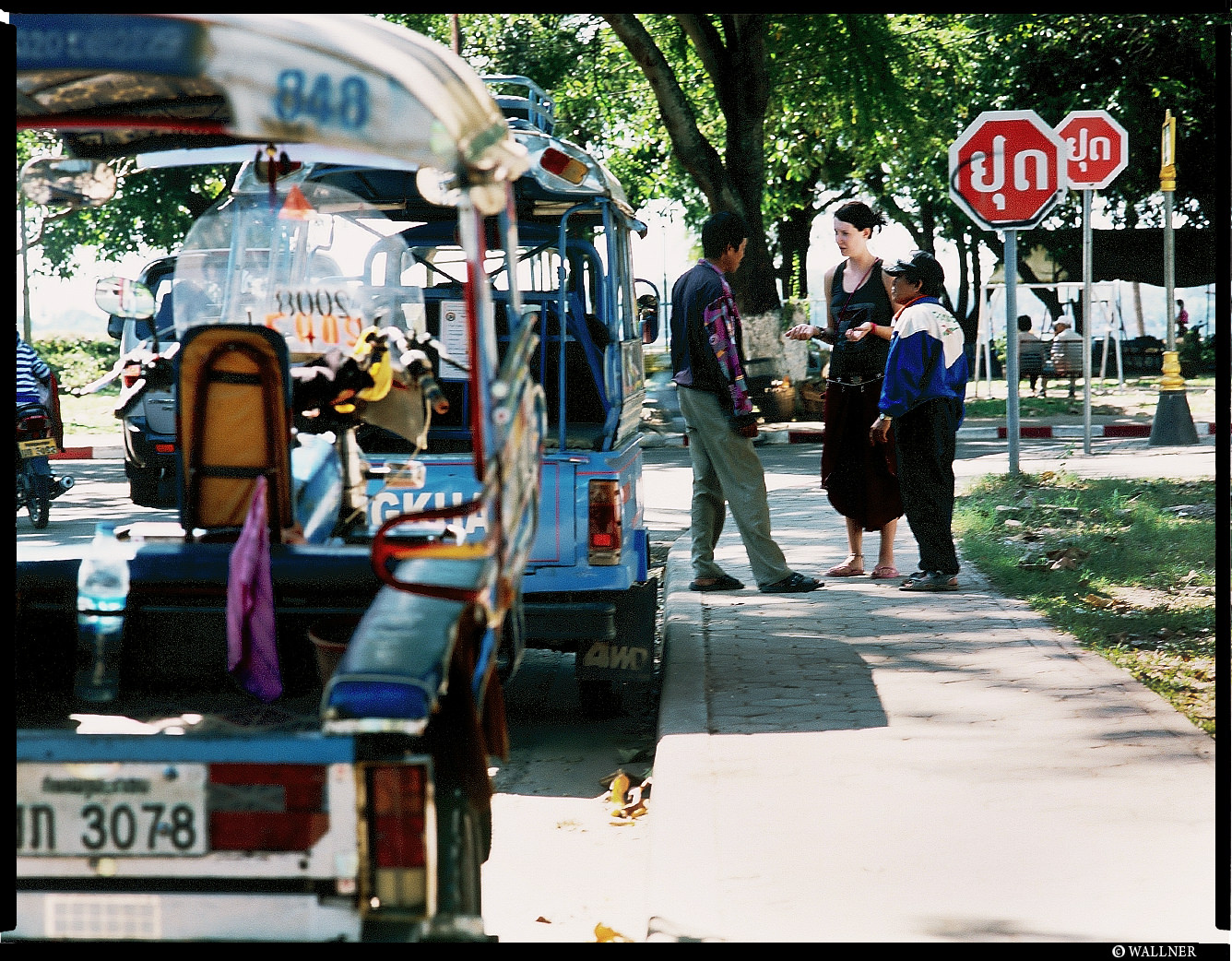 MediumFormatPatrikWallner_Vientiane_TuckTubBargainLOWQ
