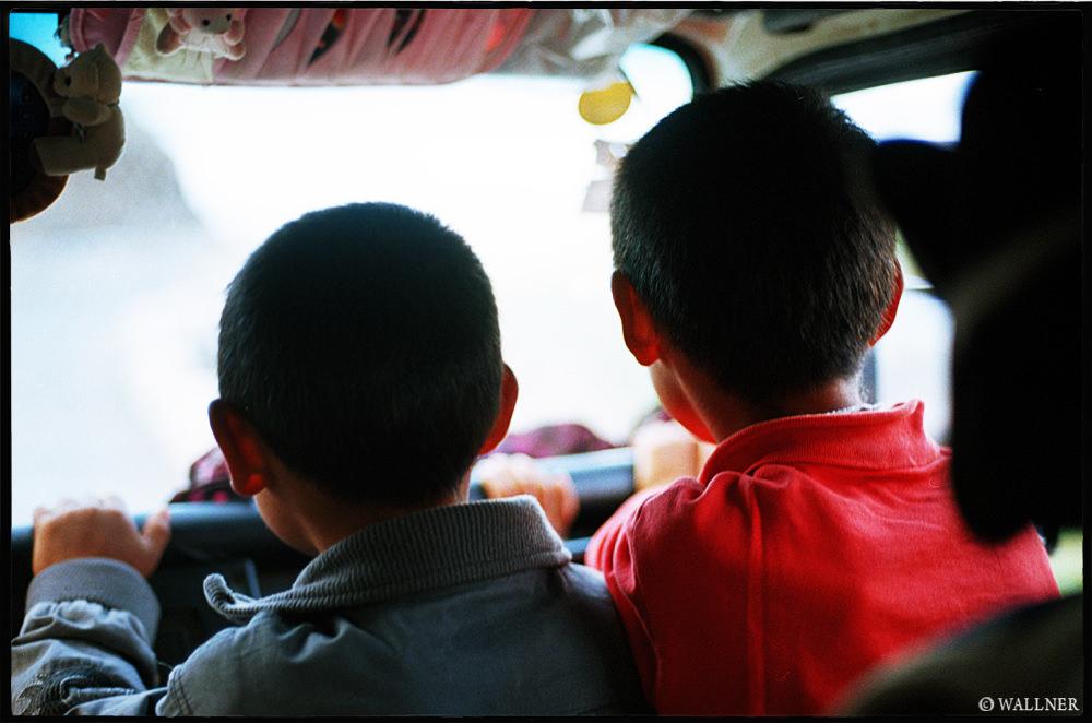 35mmPatrikWallner_Qinghai_HitchhikingLOWQ