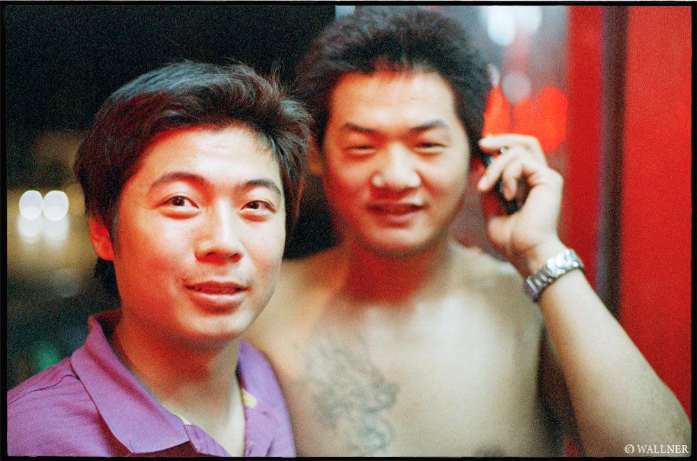 35mmPatrikWallner_Wuhan_BehindRedLightsLOWQ