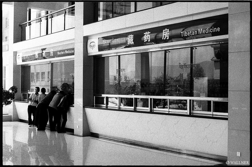 35mmPatrikWallner_Xining_WesternMedicineLOWQ