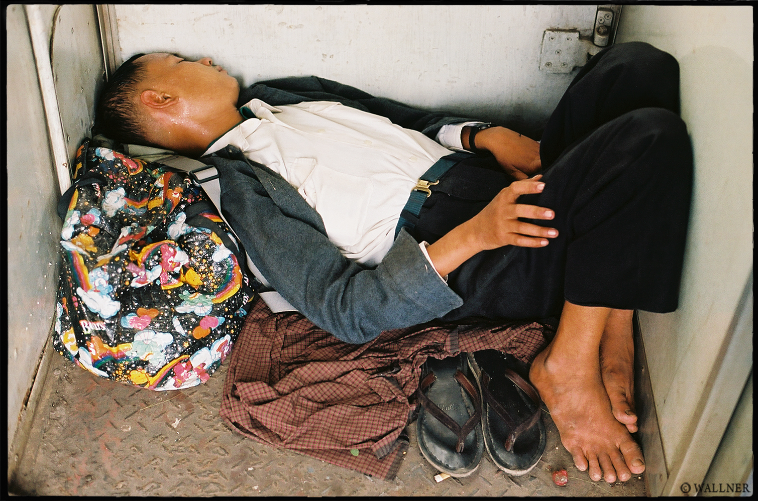 35mmPatrikWallner_Mandalay_ForthClassLOWQ