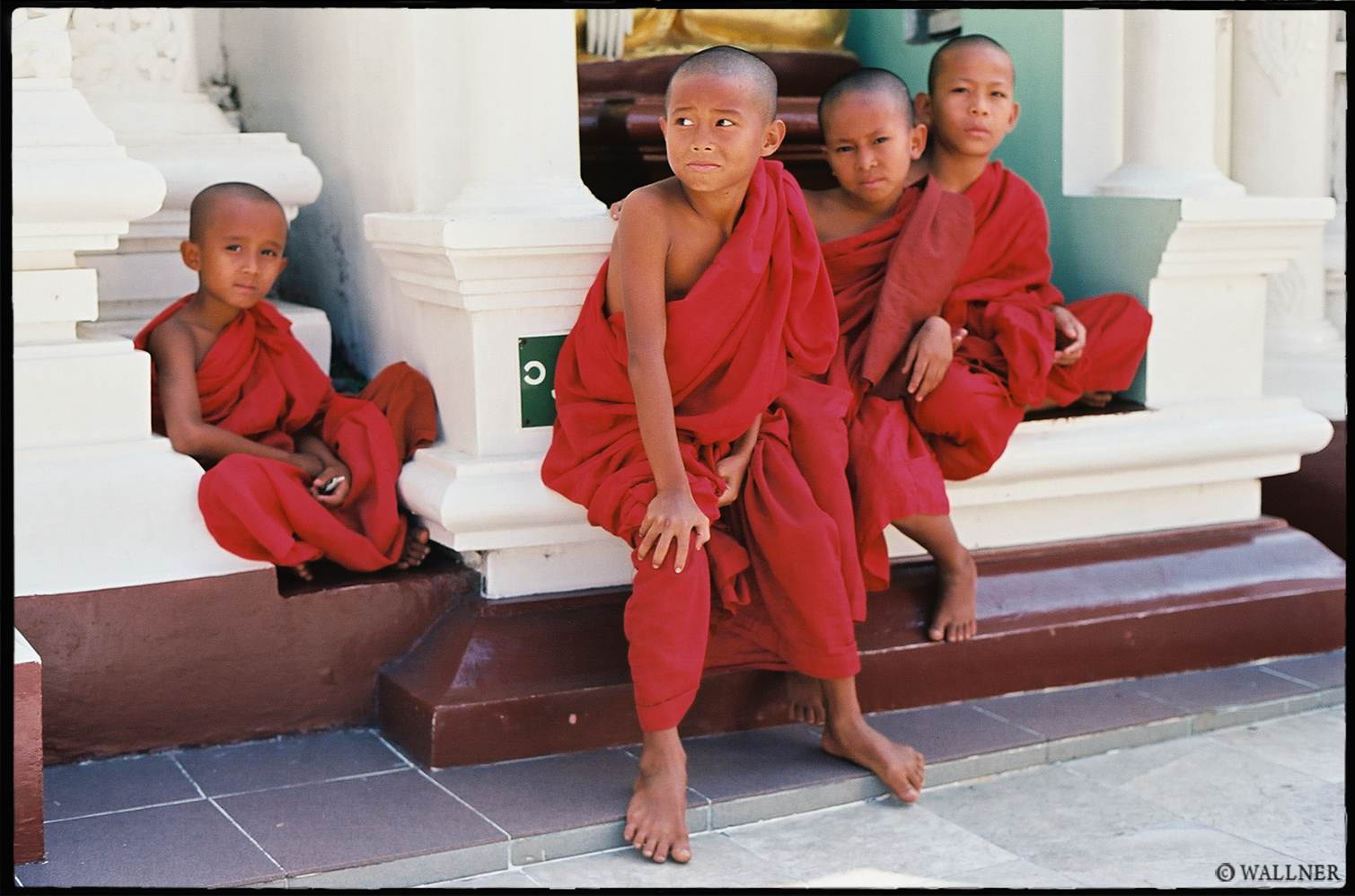 35mmPatrikWallner_Yangon_BabyMonksLOWQ