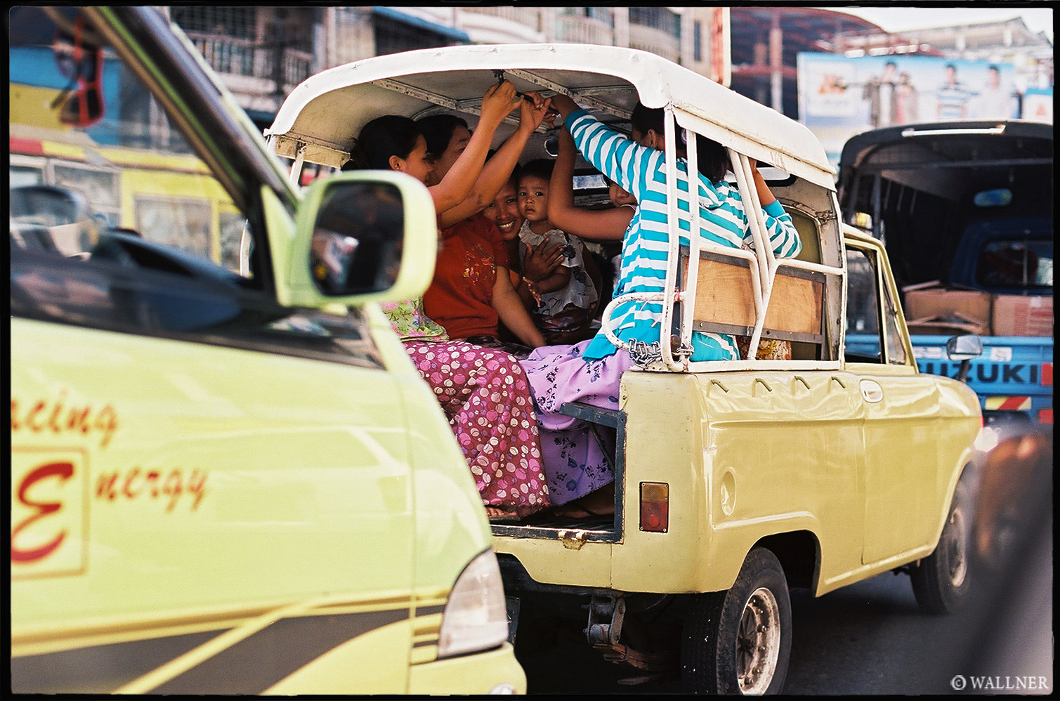 35mmPatrikWallner_Yangon_BackseatCuriosityLOWQ