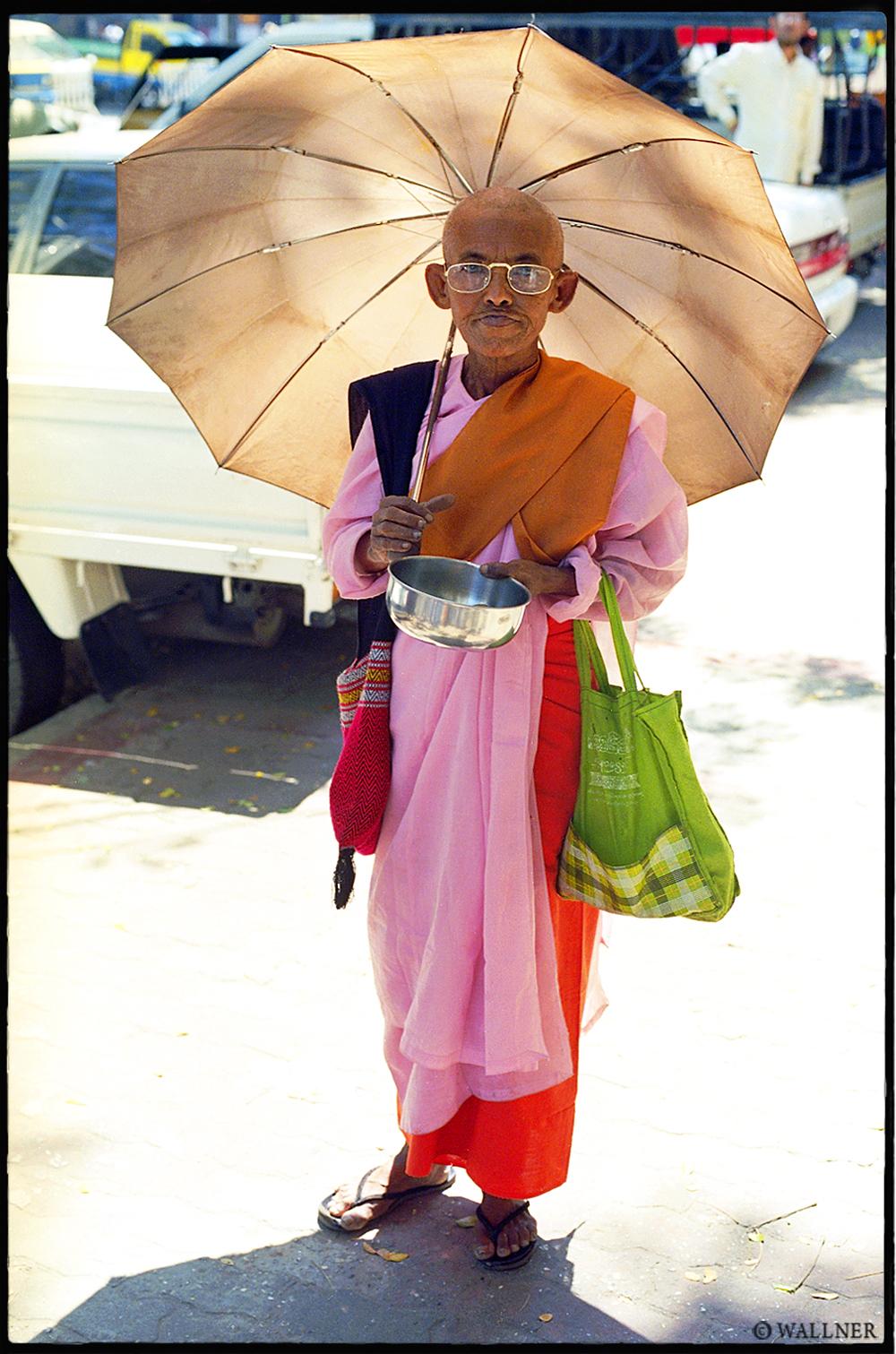 35mmPatrikWallner_Yangon_UmbrellaNunLOWQ