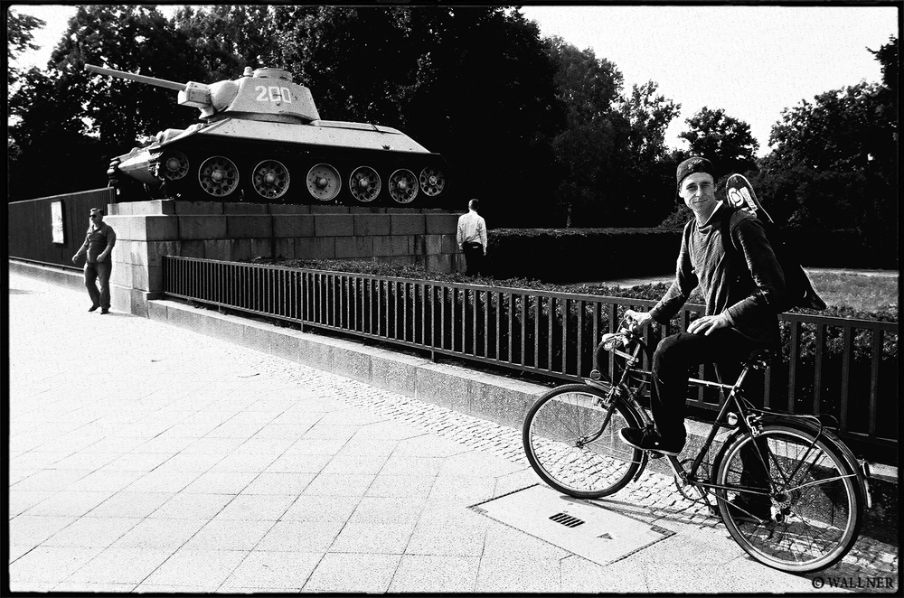 35mmPatrikWallner_Berlin_WalkerTankAndBikeLOWQ1000P