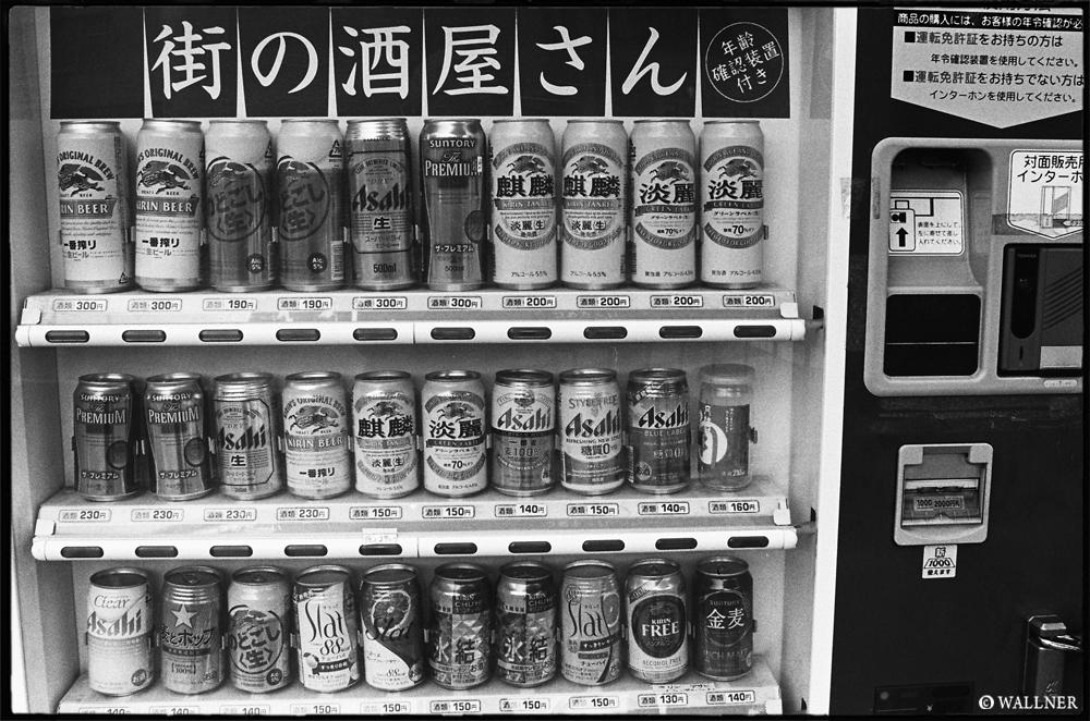 35mmPatrikWallner_Kyoto_BeerMachineLOWQ1000P