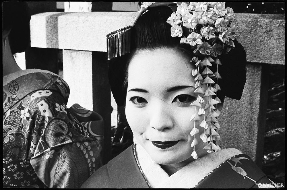 35mmPatrikWallner_Kyoto_GeishaLOWQ1000P