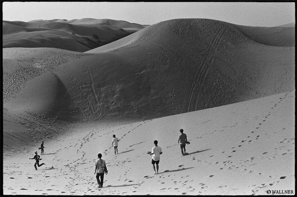 35mmPatrikWallner_Ordos_DesertWalkLOWQ1000P