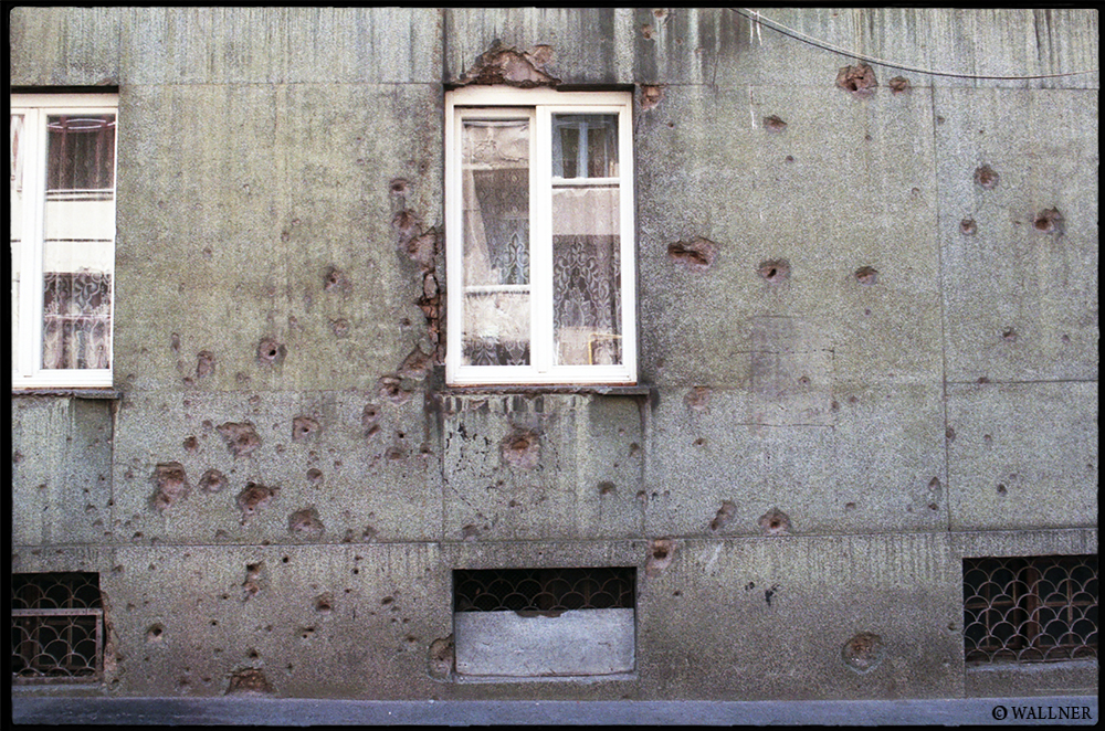 35mmPatrikWallner_Sarajevo_ShotWindowLOWQ1000P