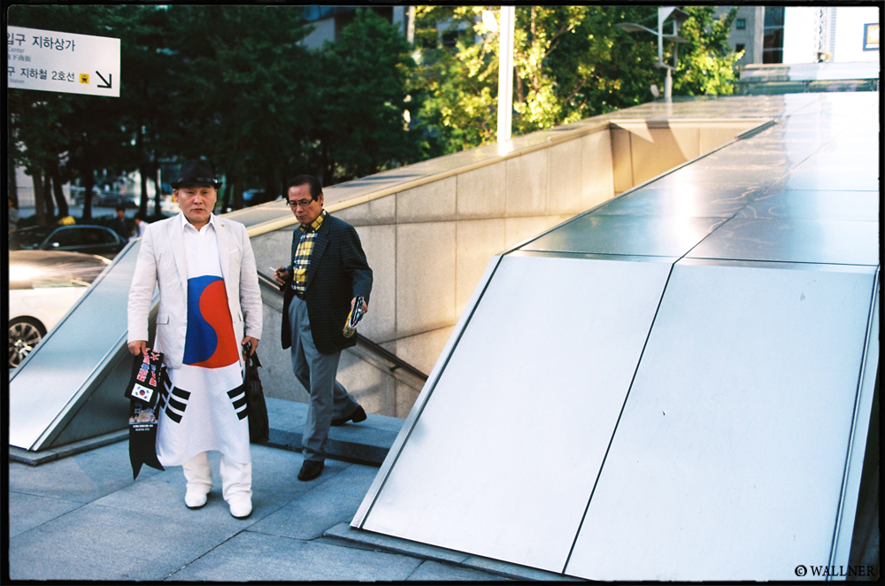 35mmPatrikWallner_Seoul_DressedProperlyLOWQ1000P