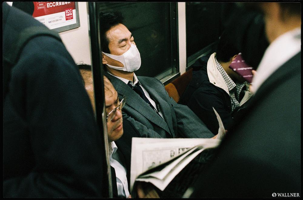 35mmPatrikWallner_Tokyo_JapanEqualsTirednessLOWQ1000P