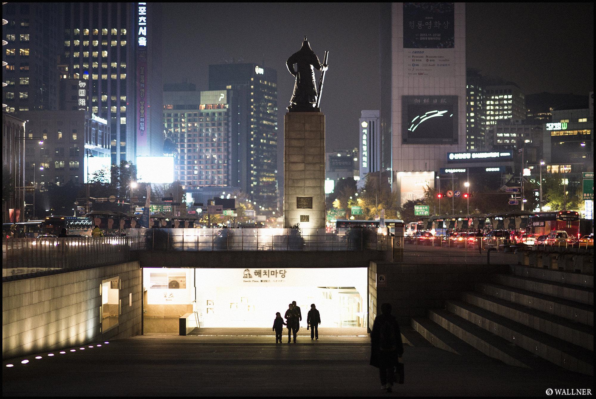 Digital Patrik Wallner Seoul Pulling Flowers from the Ears LOWQ 2000P w WM