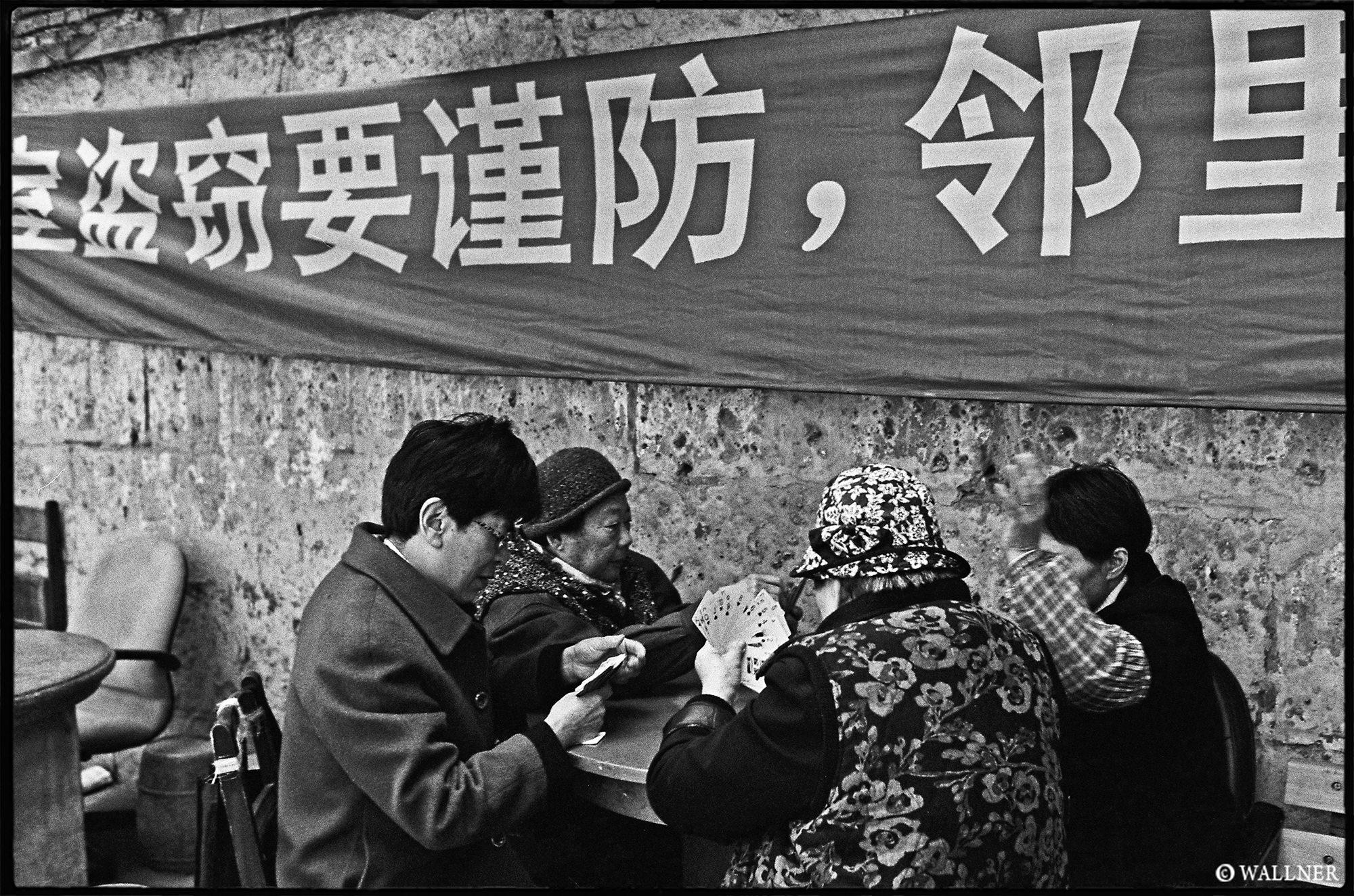35mmPatrikWallner_Shanghai_AngryCardMob LOWQ 2000P