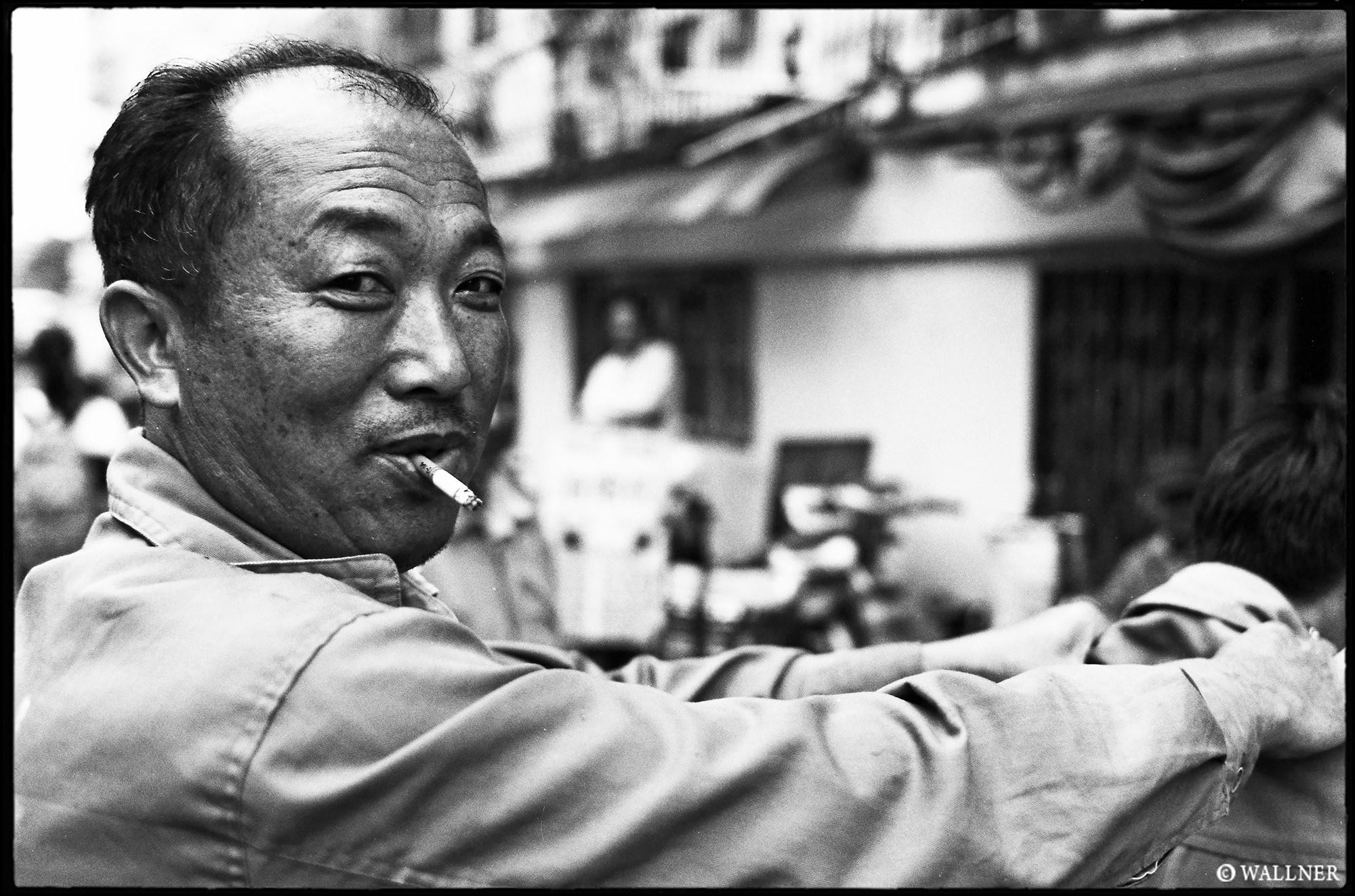 35mmPatrikWallner_Shanghai_StreetMassage LOWQ 2000P