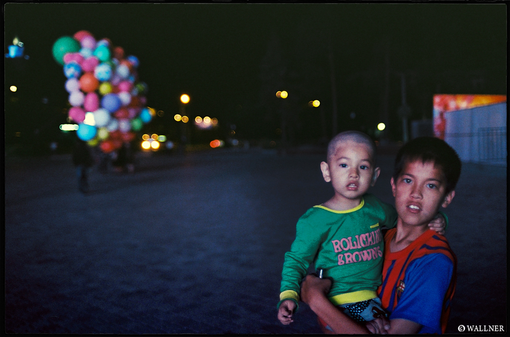 35mmPatrikWallner_Almaty_BaloonsLOWQ1000P