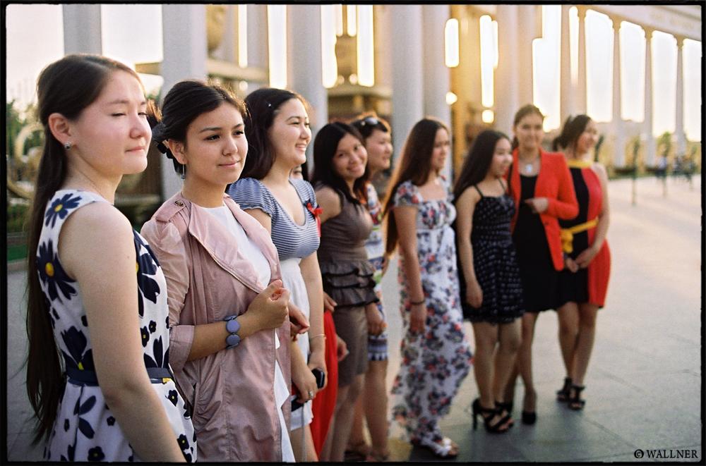 35mmPatrikWallner_Almaty_KazakhGirlsLOWQ1000P