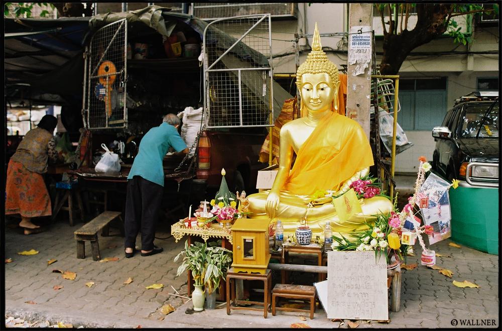 35mmPatrikWallner_Bangkok_GoldOnTheStreetsLOWQ1000P