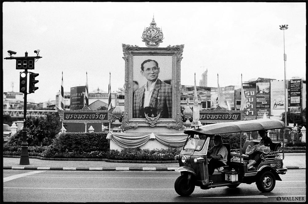 35mmPatrikWallner_Bangkok_KingAndTukTukLOWQ1000P