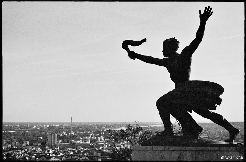 35mmPatrikWallner_Budapest_AboveTheHillLOWQ1000P