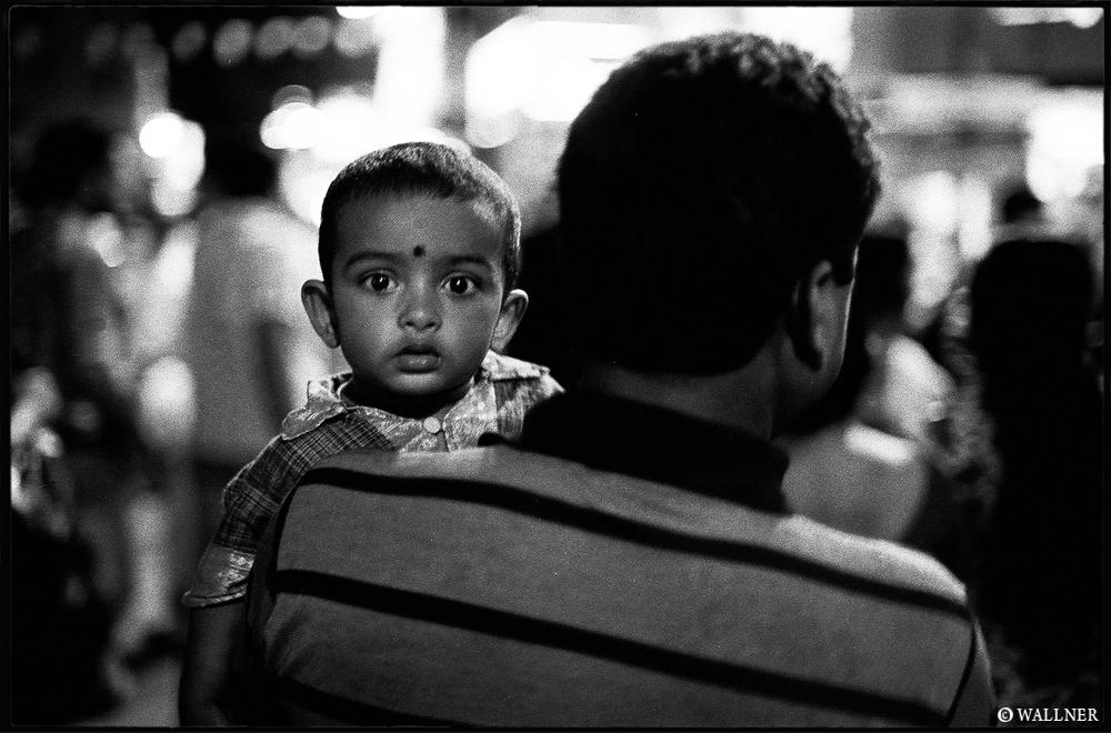 35mmPatrikWallner_Calcutta_LookAtMeLOWQ1000P