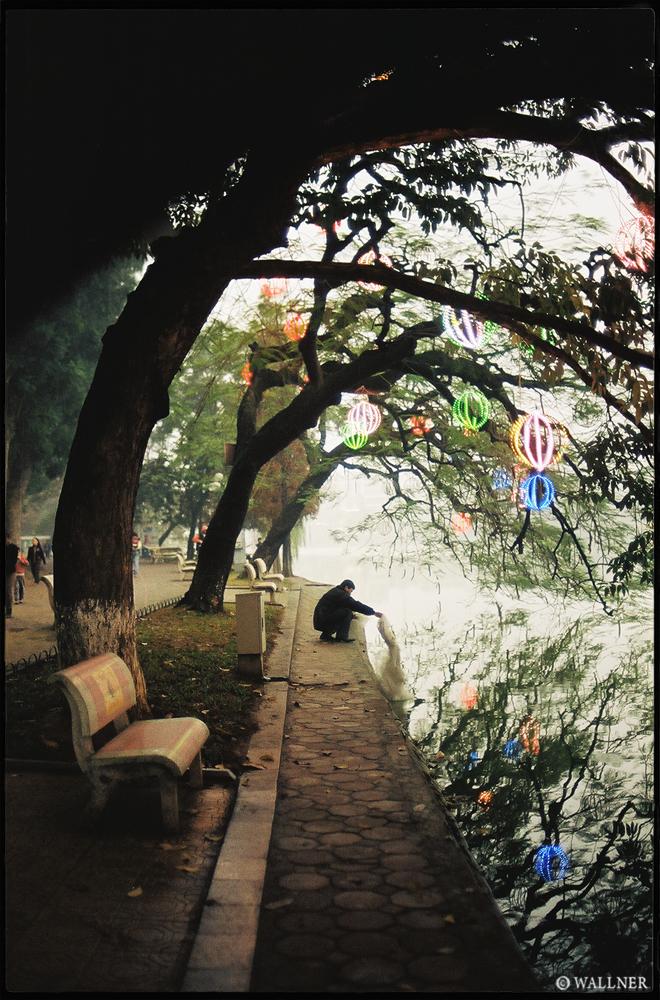35mmPatrikWallner_Hanoi_RiceDumpingLOWQ1000P