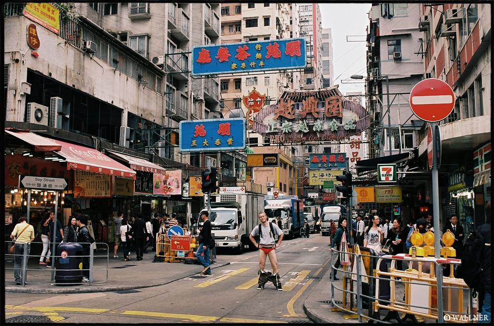 35mmPatrikWallner_HongKong_LarryRedShartLOWQ1000P