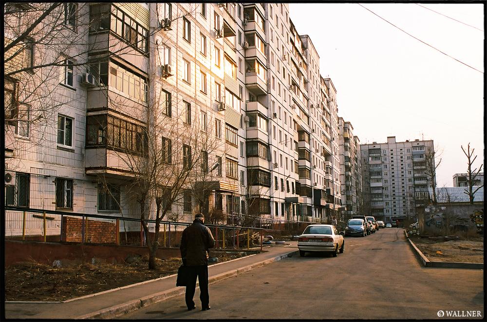 35mmPatrikWallner_Khabarovsk_SovietBackyardsLOWQ1000P