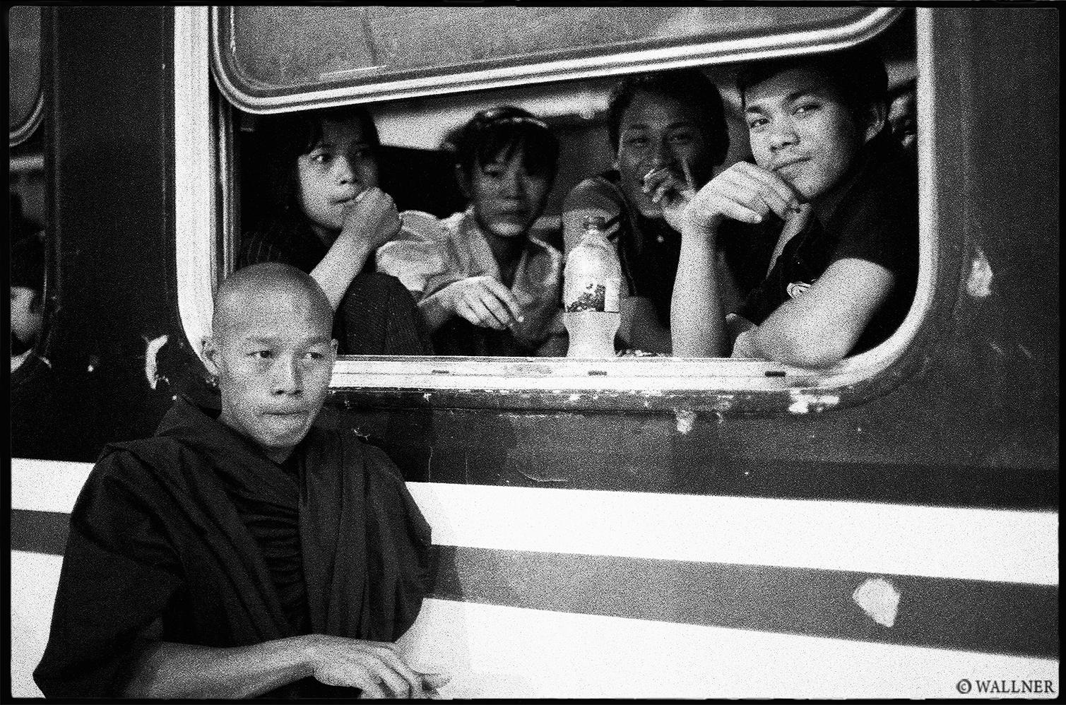 35mmPatrikWallner_Mandalay_SchoolBreakLOWQ