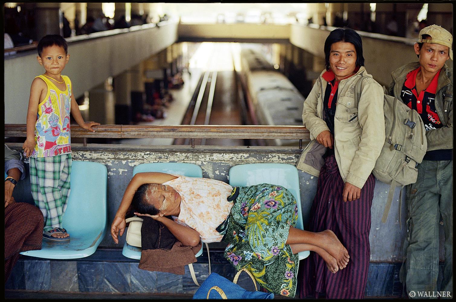 35mmPatrikWallner_Mandalay_TrainStationWaitingLOWQ