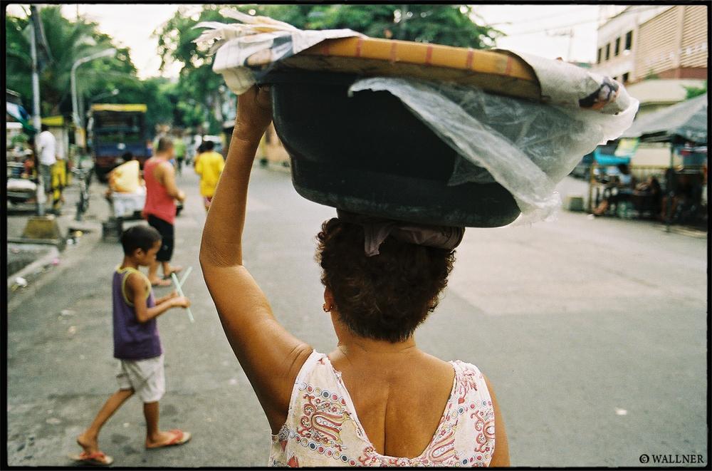 35mmPatrikWallner_Manila_StalkingLOWQ1000P