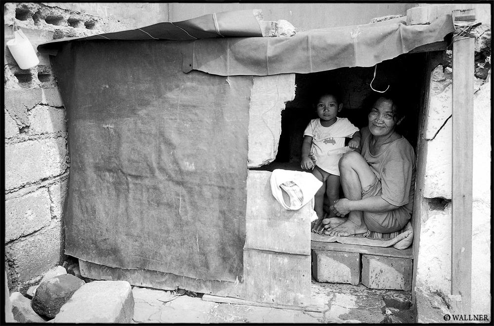 35mmPatrikWallner_Manila_TheHouseByTheRiverLOWQ1000P