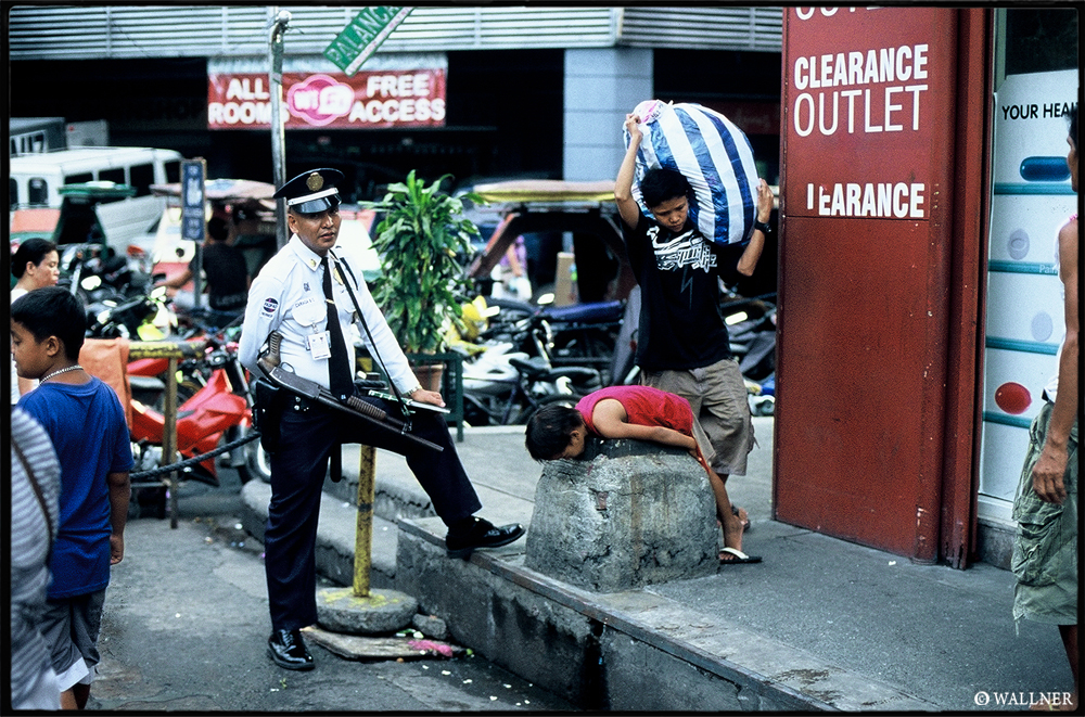 35mmPatrikWallner_Manila_TheShotLOWQ1000P