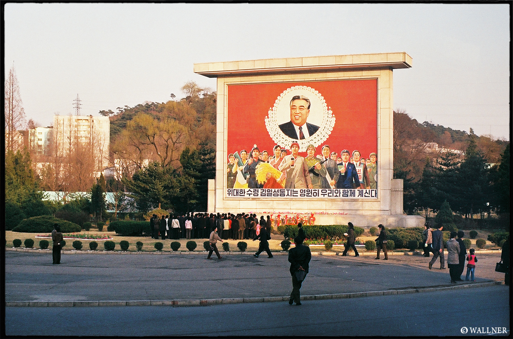 35mmPatrikWallner_Pyongyang_BackOnTheSecondRoadLOWQ1000P